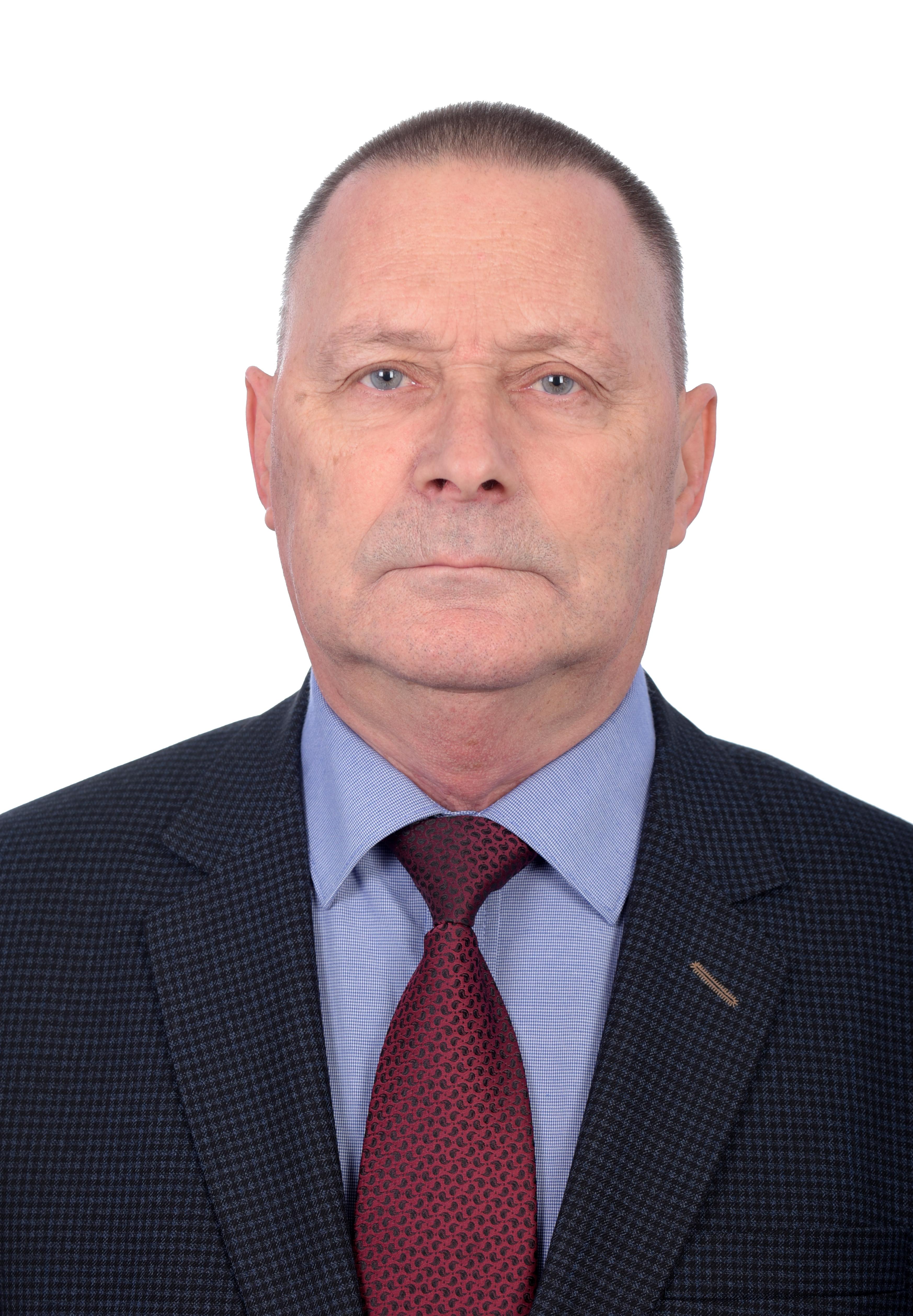 Новиков Василий Николаевич, заведующий кафедрой, доктор филосовских наук, доцент