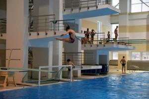 Обучение прыжкам в воду детей в БГУФК в Минске