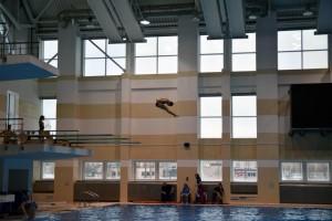 Обучение прыжкам в воду взрослых в БГУФК в Минске